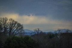 Ridge Mountains blu prima di una tempesta Immagine Stock