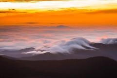 Ridge Mountains Sunrise azul surpreendente imagens de stock
