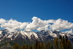 Ridge norte ao sul das montanhas de Cáucaso Imagem de Stock Royalty Free
