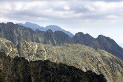 Ridge och maxima av höga berg Fotografering för Bildbyråer
