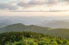 Ridge Parkway Appalachian Mountain Vista azul Asheville NC foto de stock royalty free