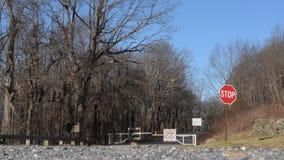 Ridge Parkway Closed bleu pour l'arrêt banque de vidéos