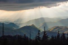 Ridge Parkway Light Rays Landscape blu NC cherokee fotografia stock libera da diritti