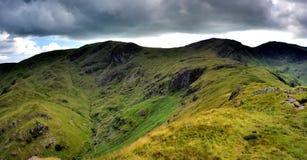 Ridge till Hart Crag från Hartsop ovanför hur arkivfoto