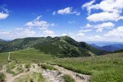 Ridgeway que caminha, montanhas de Mala Fatra Slovakia, opiniões do amazin fotos de stock