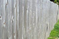 ridit ut gammalt för staket Arkivfoton