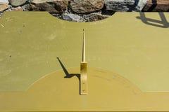 Ridnaunvallei in Zuid-Tirol, Italië -Italië-kunnen 27.2017: oude Zonne Horizontale klok op het openluchtgebied van †‹â€ ‹het Mi stock afbeeldingen