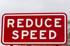 Riduca il segnale di pericolo della velocità Fotografia Stock Libera da Diritti