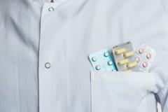 Riduce in pani la medicina per le sanità Fotografie Stock Libere da Diritti