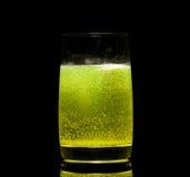 Ridurre in pani dell'aspirina in vetro di acqua Immagine Stock Libera da Diritti