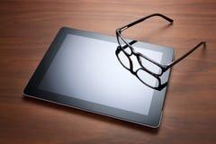 Ridurre in pani e vetri del calcolatore di Ipad immagine stock