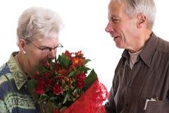 Riechen der Blumen Lizenzfreies Stockfoto