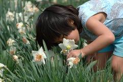 Riechen Sie die Blumen Stockbilder