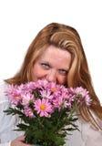 Riechende Blumen der Frau Lizenzfreie Stockfotografie