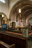 Rieden德国15 04 2018一个简单的教会的内部有空位行和美好的老天花板的 库存照片