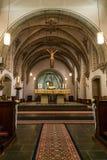 Rieden德国15 04 2018一个简单的教会的内部有空位行和美好的老天花板的 免版税库存图片