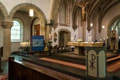 Rieden Γερμανία 15 04 2018 το εσωτερικό μιας απλής εκκλησίας με τις σειρές άδειων θέσεων και το όμορφο παλαιό ανώτατο όριο Στοκ Εικόνες