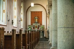 Rieden Γερμανία 15 04 2018 το εσωτερικό μιας απλής εκκλησίας με τις σειρές άδειων θέσεων Στοκ εικόνες με δικαίωμα ελεύθερης χρήσης