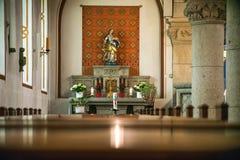 Rieden Tyskland 15 04 2018 som inre av en enkel kyrka med den tomma platsen ror Arkivbild