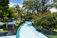 Riegue el parque, área de piscina conocida como lento de Río del la Imagen de archivo