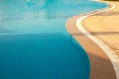 Riegue en el fondo de la piscina, vacaciones en Egipto Fotos de archivo libres de regalías