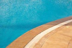 Riegue en el fondo de la piscina, vacaciones en Egipto Foto de archivo