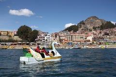 Riegue la bicicleta en el lago Titicaca, Copacabana, Bolivia Fotos de archivo