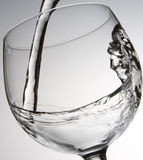 Riegue la colada en el vidrio Foto de archivo libre de regalías