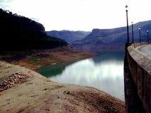 Riegue la presa el depósito de Tranco, Tranco de Beas Imagenes de archivo