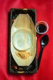 Riegue la torta, postre del estilo japonés con la decoración, gota de agua Miz fotografía de archivo libre de regalías