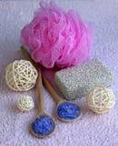 Accesorios en rosa, primer de la ducha Foto de archivo libre de regalías