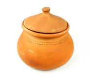 Riegue los potes de arcilla y la cucharón de la cáscara del coco/la cerámica tailandesa Fotografía de archivo