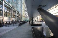Riel transversal de Canary Wharf, Londres Fotografía de archivo