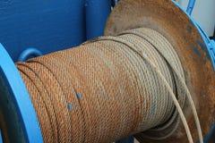 Riemen alt im Rolls-Stahlanschlagseil stockbild