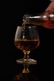 Riempimento del vetro di brandy Fotografia Stock