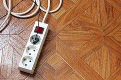Riempitivo sul pavimento di legno Sbocco portatile fotografie stock libere da diritti