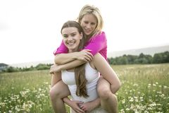 Riends having fun in a daisy field Royalty Free Stock Photography