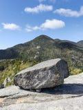 Riese Boulder und Rocky Peak, Adirondack-Berge Stockfotografie