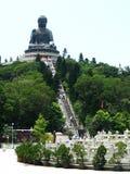Riese Buddha auf den Berg Stockbilder