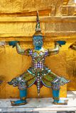 Riese Buddha im großartigen Palast Lizenzfreie Stockfotos