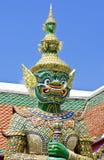 Riese im Tempel lizenzfreie stockfotografie