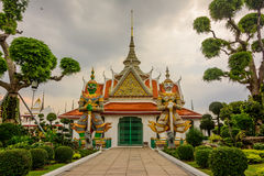 Riese im Tempel Stockfotografie