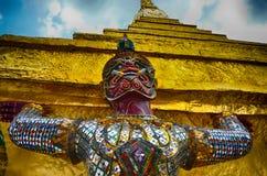 Riese im Tempel Stockbild