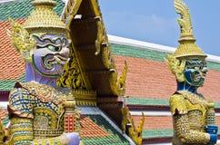 Riese in Thailand-Tempel lizenzfreie stockbilder