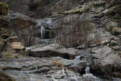 Rieseln von wather in der Sierra Nevada-Berge stockbild