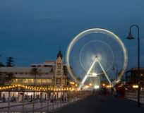 Riesenrad an Adelaide-Strand lizenzfreie stockfotos