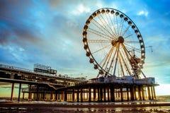 Riesenrad auf dem Scheveningen-Strand stockbilder