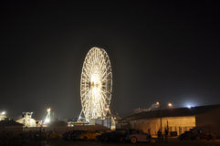 Riesenrad auf der Promenade Stockfotos
