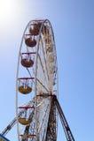 Riesenrad an einem Vergnügungspark Lizenzfreies Stockfoto