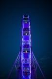 Riesenrad herein die Neonlichter Stockfotografie